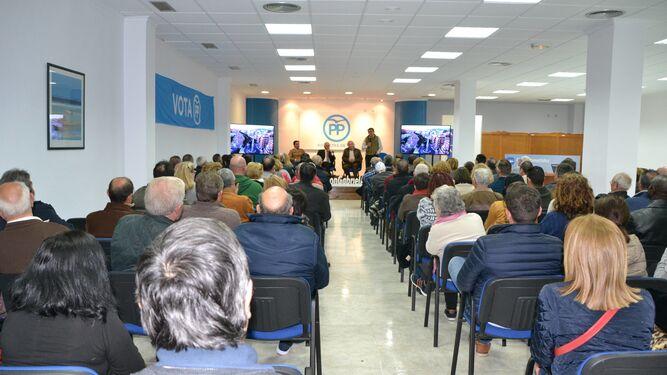 La sede de la calle Pamplona estuvo repleta de militantes del Partido Popular de Roquetas de Mar.
