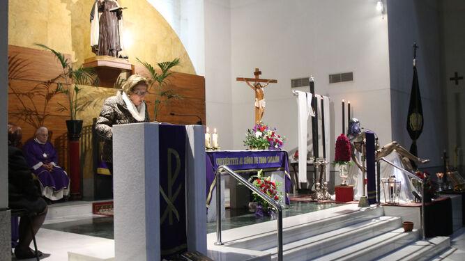 Aspecto del Altar Mayor con el Cristo de la Caridad al fondo.