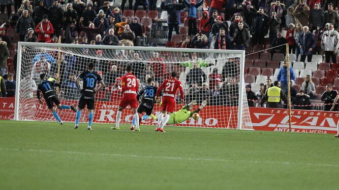 En el descuento, con 2-1 en el marcador a favor del Almería, René detuvo este penalti al lucense Fede Vico. Acto seguido, acabó el encuentro.