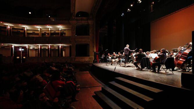 El Violinista de Hamelín ayer en la Escuela de Arte de Almería.