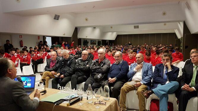 Los capitanes de Málaga y Almería antes del duelo de ayer.