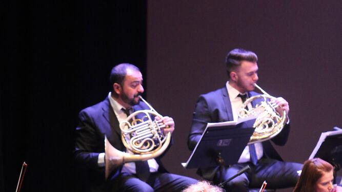 Músicos de tres países se reunieron en el escenario en un gran concierto.