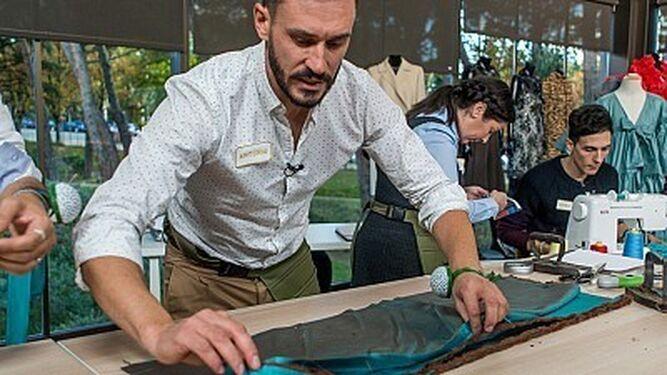 Antonio,  el maestro almeriense de la costura