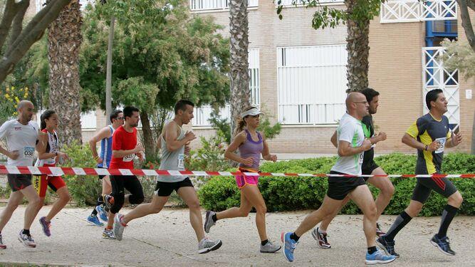 Momento de la carrera popular de la Universidad de Almería, en la edición de 2013.