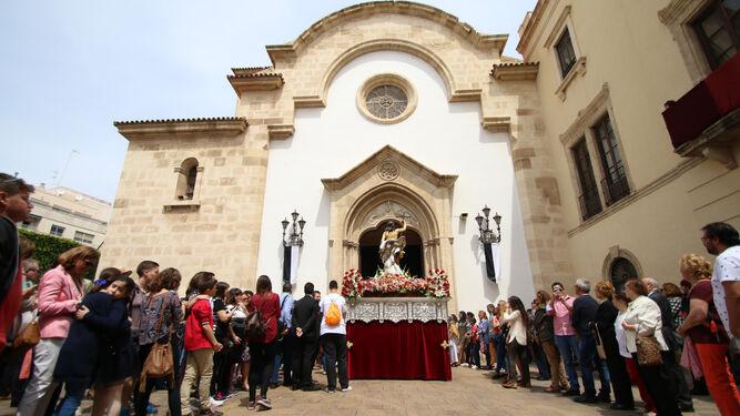 Jesucristo Resucitado visitando a la Patrona.