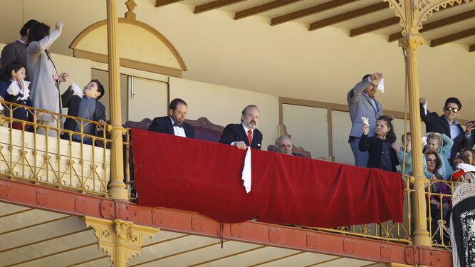 Benjamín Hernández, presidente de la Plaza de Toros de Almería, concedió seis orejas en la lidia de ayer.