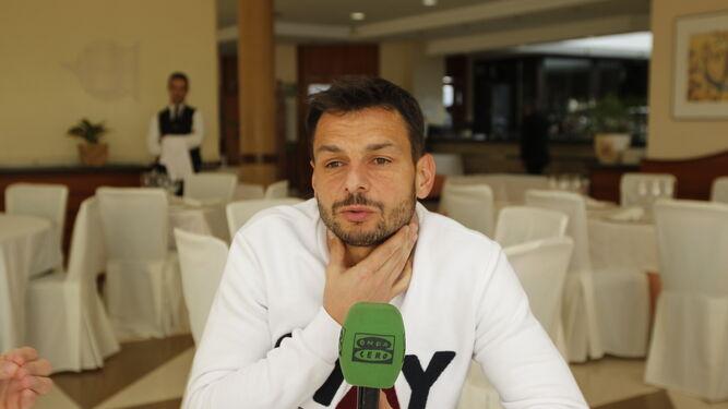 René posó al término de la charla con los contertulios de 'Onda Deportiva' en el restaurante del Club de Mar.