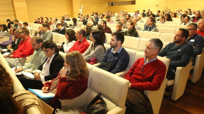 El Centro de Cultura de Cajamar albergó la jornada 'Virosis en hortícolas', que contó con la participación de más de un centenar de personas.