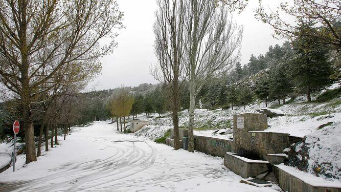 La nevada cubrió la carretera en apenas unos minutos.