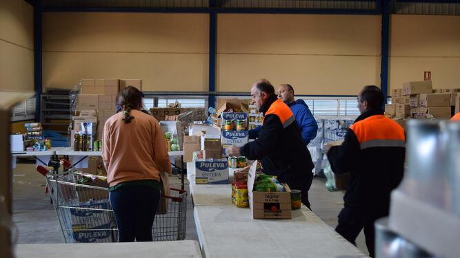 Mas de 20.000 kilos de alimentos se distribuirán estos días en el municipio.
