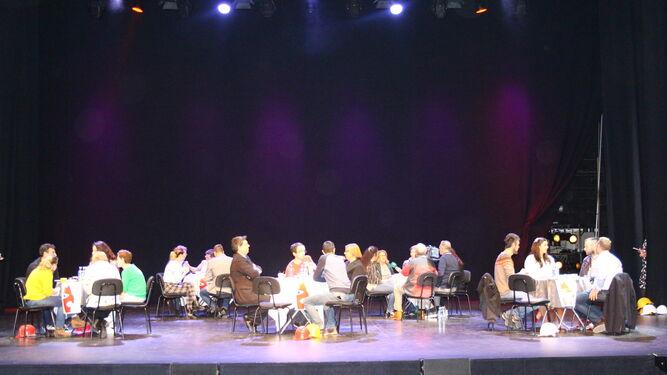 Acto de presentación de la Muestra de Teatro Aficionado con unos agentes inmobiliarios muy especiales.