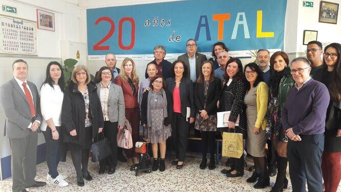 Represent antes institucionales, incluida la edil de Educación de Roquetas, con profesores de las aulas ATAL.