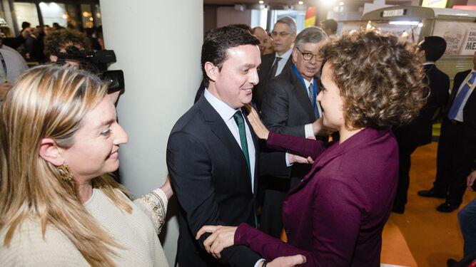 Los diputados provinciales Javier Aureliano y María del Mar López con la ministra Dolors Montserrat.