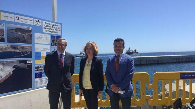 José Lorca, Camen Ortiz y el alcalde del Carboneras, Salvador Hernández, en la inauguración de ayer.