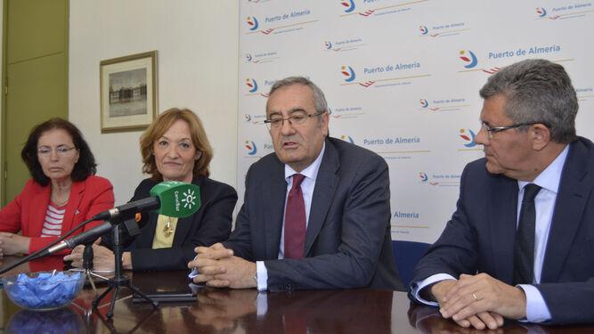 Lorca y Ortiz, flanqueados por Gracia Fernández y Juan Ramón Fernández Imbernón.