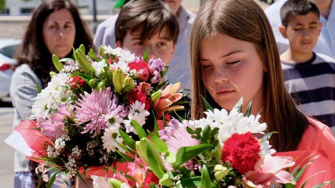 Ofrenda floral en el acto conmemorativo.