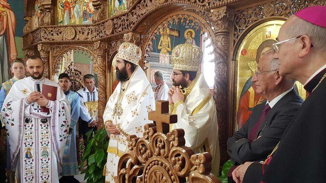 Gabriel Amat y el obispo de Almería junto a las personalidades religiosas de la iglesia ortodoxa rumana.