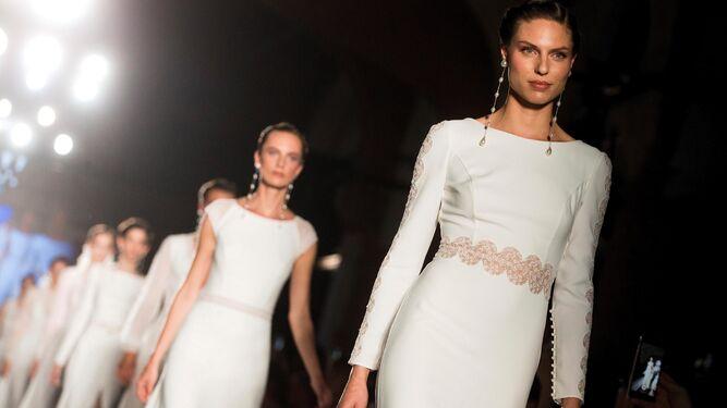Modelos que participaron en el desfile de Rosa Clará en la 'Barcelona Bridal Week'.