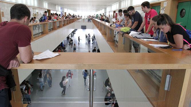 Hay más universitarios que nunca en las aulas almerienses.
