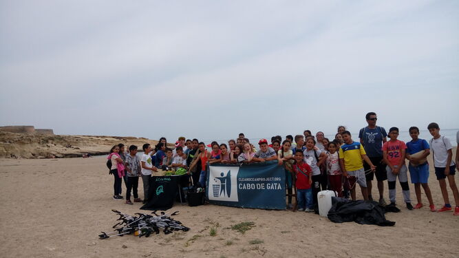 Contenedores de recogida de residuos de las playas almerienses.