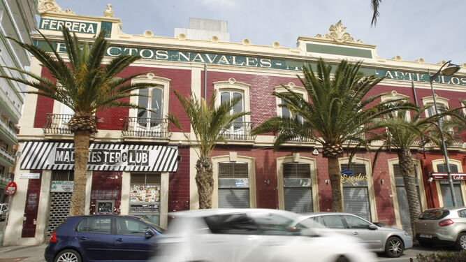 La reapertura de una discoteca altera la fachada protegida - Discoteca in casa ...