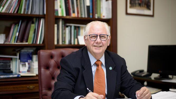 Presidente del colegio de Veterinarios en Almería