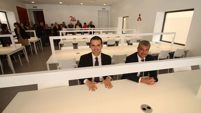 El alcalde y el rector de la Universidad, en la sala de estudio 24 horas