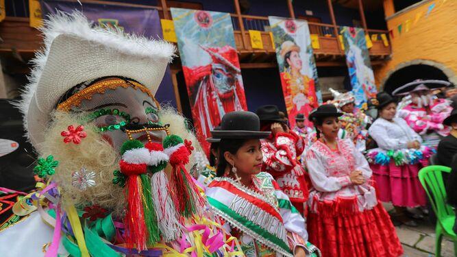 Consumo realiza inspecciones para comprobar la seguridad de los disfraces a  la venta con motivo de los carnavales a315b161c0f