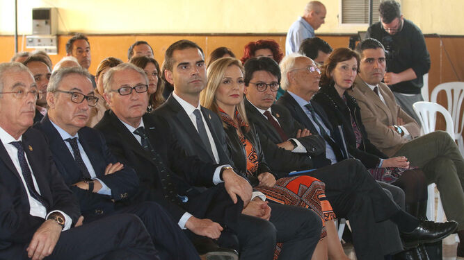 Jesús Caicedo y Ramón Fernández-Pacheco, junto a otras autoridades