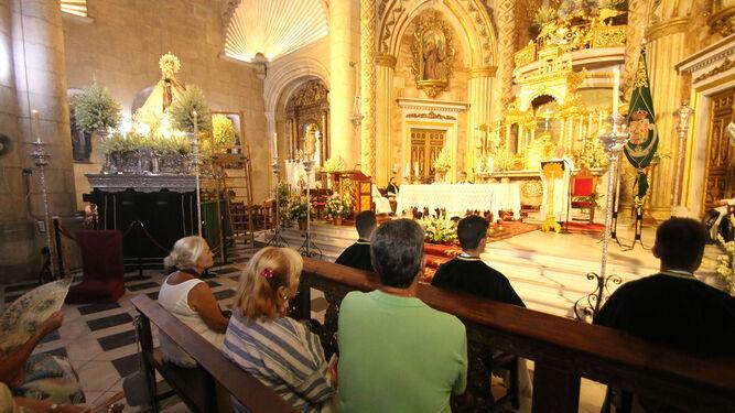 Cientos de fieles despidieron a la Madre de Almería.