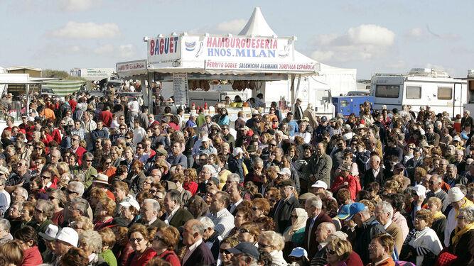Miles de personas acuden cada año a la romería.