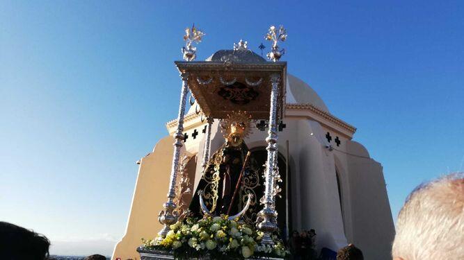 La Virgen del Mar saliendo de la ermita.
