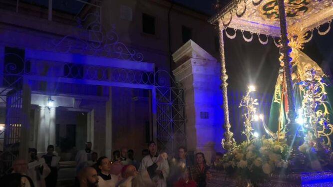 El obispo recibió a la imagen en el Seminario Mayor.