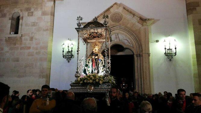 La Virgen del Mar hace su entrada en el Santuario tras su regreso de Torregarcía.
