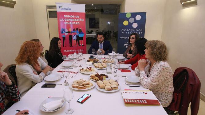 Mesa intergeneracional de análisis con mujeres referentes en la provincia de Almería