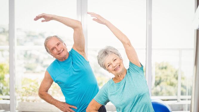 Mantener cierta actividad física.