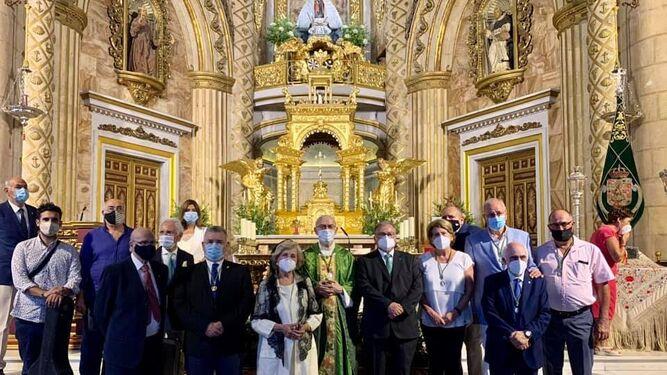 Los Amigos Taurinos de Almería ofrecieron este obsequio a la Patrona.
