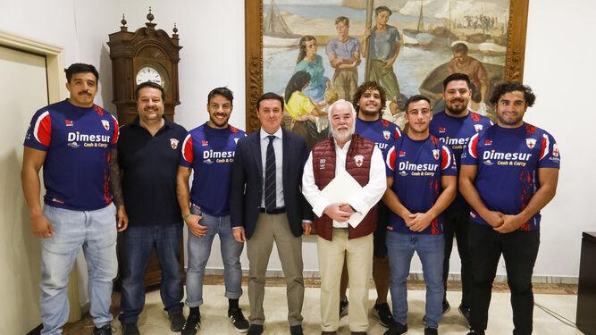 Javier A. García, con componentes de URA Rugby.