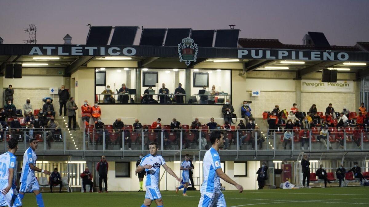 Imagen de la grada de tribuna del feudo almeriense durante el partido ante el Lugo.