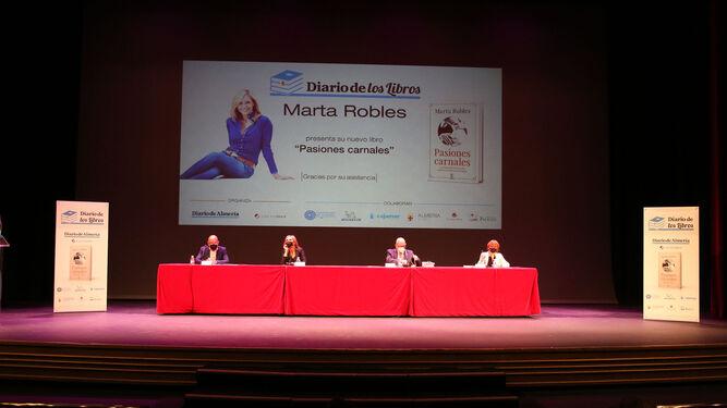 Antonio Lao, Marta Robles, Antonio Galindo y María del Mar Ruiz durante el acto celebrado en el Maestro Padilla.