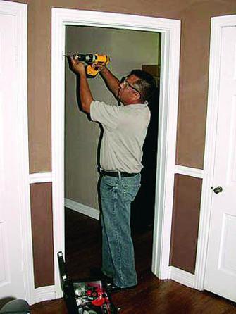 Cambiar las puertas del hogar con facilidad y a bajo precio for Se puede cambiar una puerta sin cambiar el marco